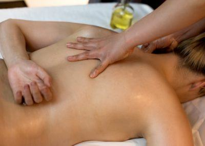 thai-deep-tissue-oil-massage-includes-hot-stone-2
